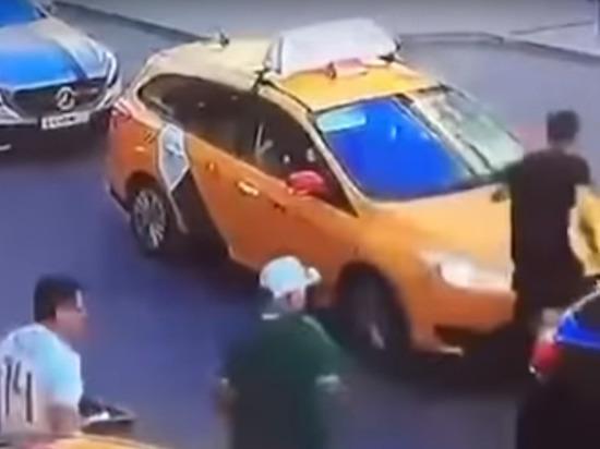 Перепутал педали: Сбивший в Москве пешеходов таксист не спал более 20 часов