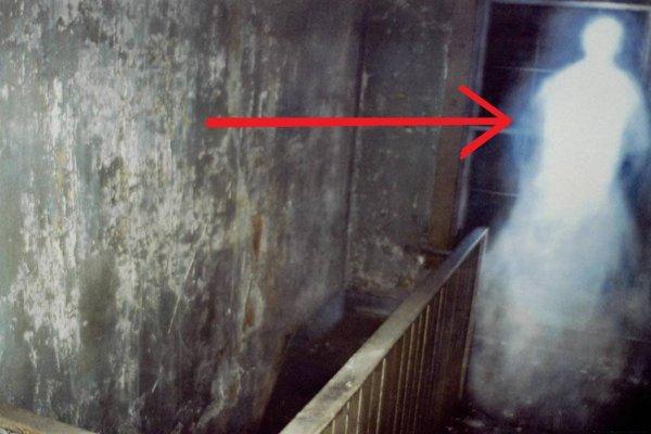 Аномалия в заброшенном доме: Американец сфотографировал призрак погибшего копа