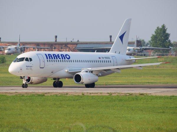 В Барнауле самолет из Иркутска совершил аварийную посадку