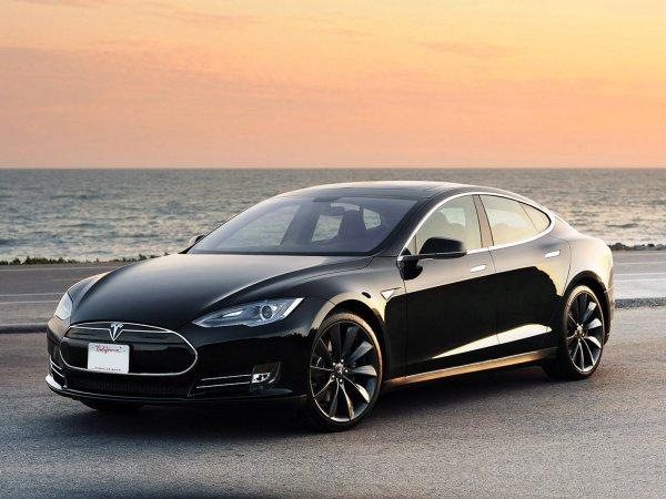 Режиссер Майкл Моррис едва не сгорел в авто Tesla
