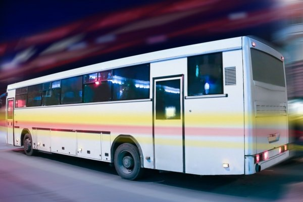 В Китае пассажиры предотвратили аварию автобуса, водитель которого упал в обморок