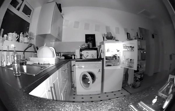 Англичанин снял на видео паранормальную активность на кухне после смерти бабушки