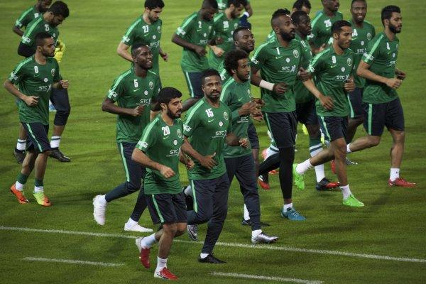 Росавиация подтвердила возгорание двигателя самолета саудовских футболистов