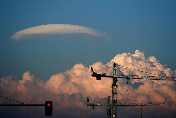 Огромный НЛО сфотографировали очевидцы в Великобритании
