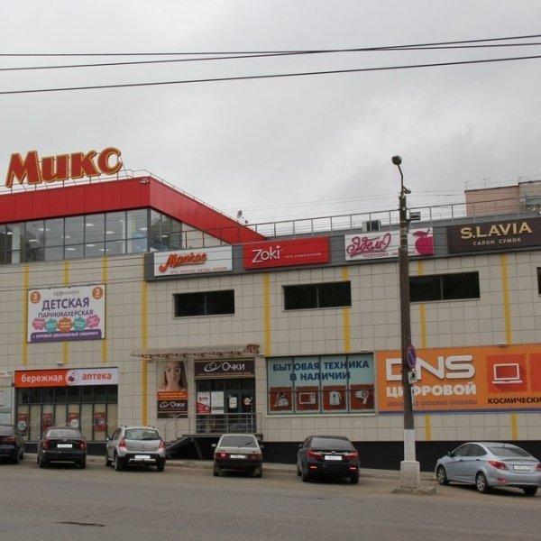 Возле ТЦ «Микс» в Кирове несколько часов пролежал труп мужчины