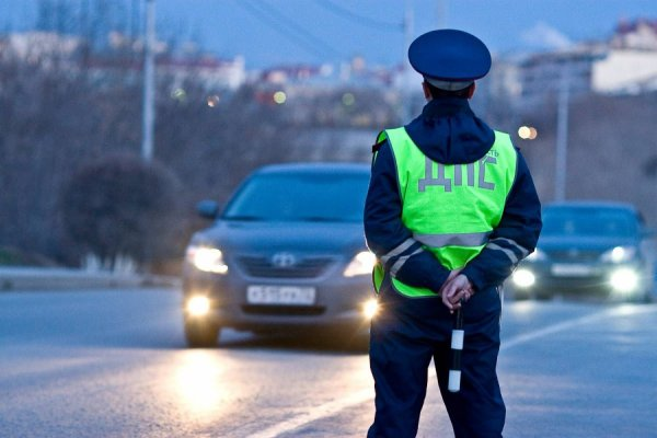 «Олени на дорогах»: в Тюмени нашли водителя, который проехал по переходу между детьми
