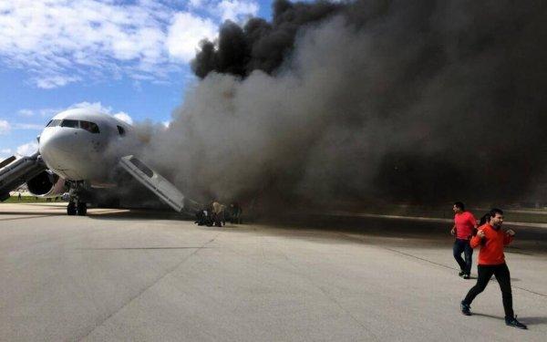 Самолёт с болельщиками из Перу задымился перед посадкой в Москве