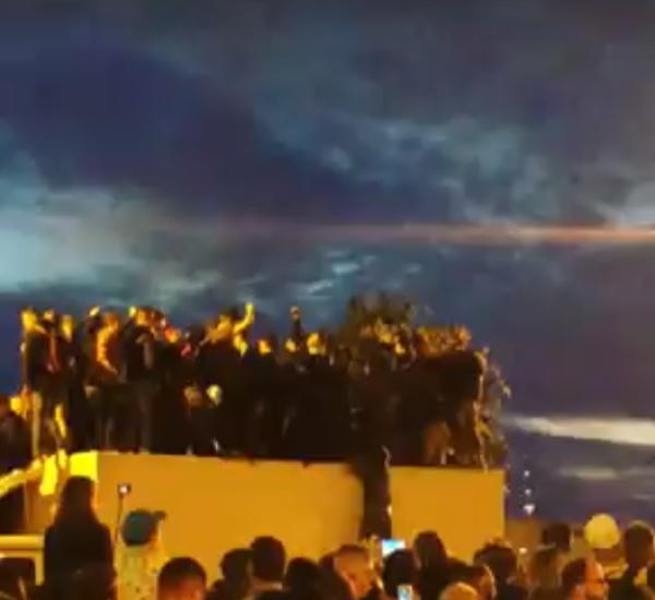 В Петербурге на «Алых парусах» под толпой рухнула крыша грузовика