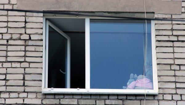 В Москве ребенок выпал из окна квартиры