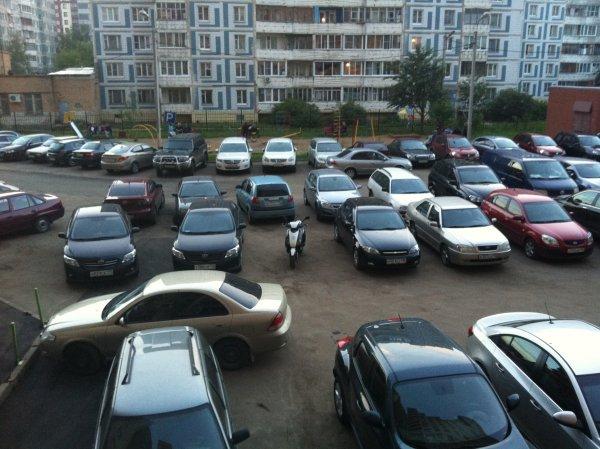 В Иркутске нетрезвые юноши прыгали по машинам для развлечения