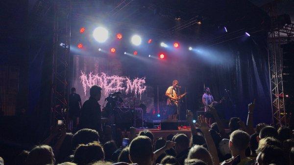 Фанаты разгромом решили отметить концерт Noize MC в Екатеринбурге