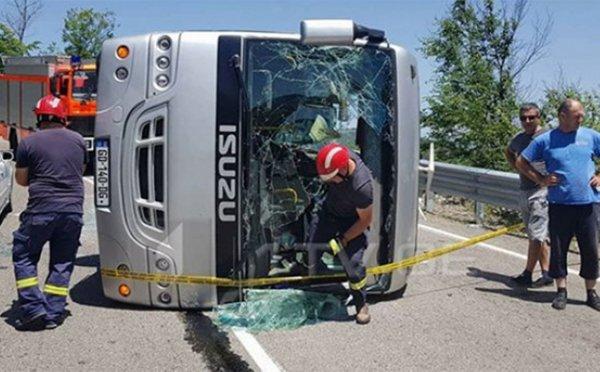 В Грузии в овраг рухнул автобус с российскими туристами