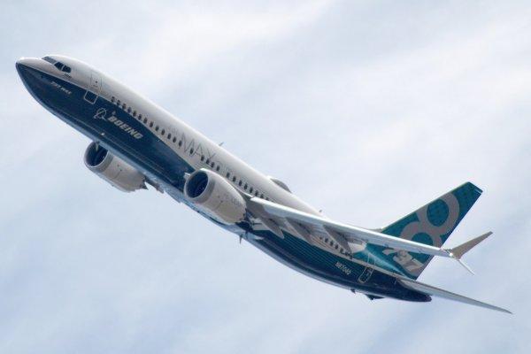 Самолет Москва – Худжанд вернулся в аэропорт отправления из-за разгерметизации