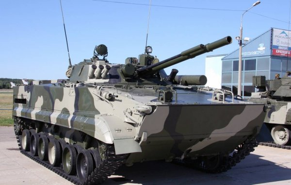 Украинские боевики в пьяном виде подорвались на мине, разъезжая на БМП