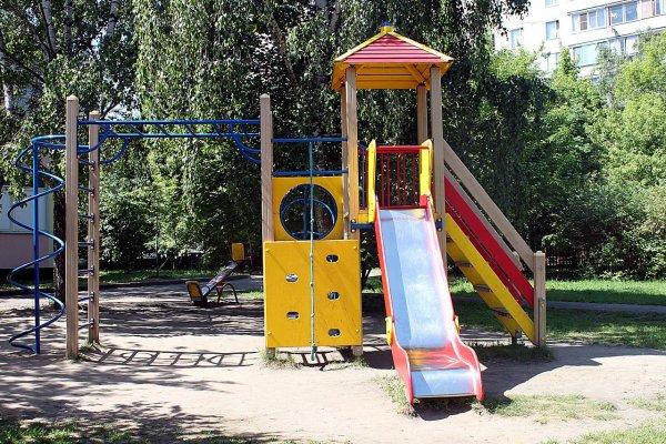В Уфе пьяные молодые мамы устроили драку прямо на детской площадке