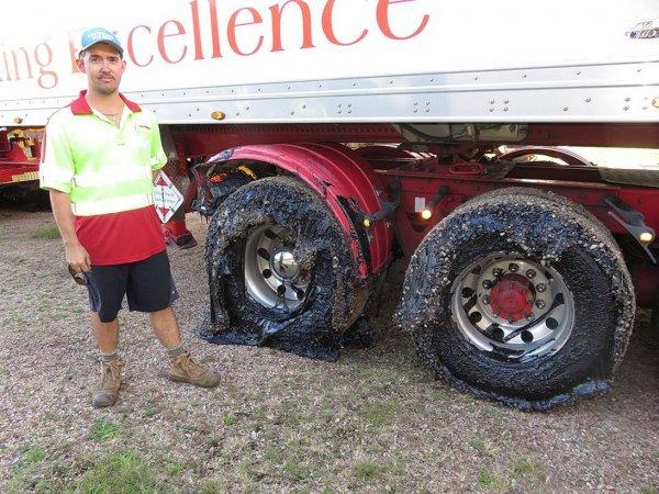 Более 50 машин были повреждены в Австралии из-за расплавившегося асфальта