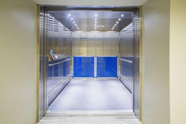 Лифт с пассажиром упал с 40 этажа в Москве