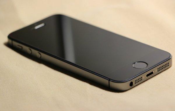 В Уфе воры украли за полминуты 14 упаковок смартфонов iPhone