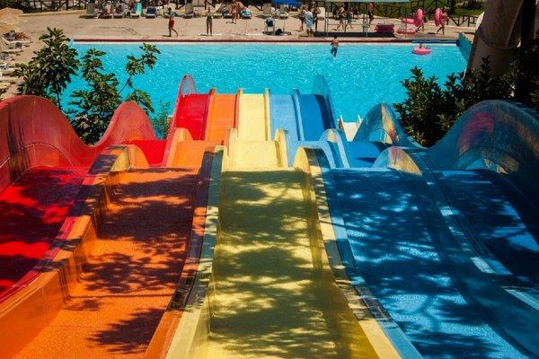 В аквапарке Омска арестовали три водные горки