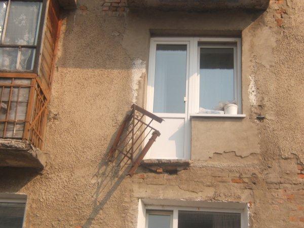 В Курганской области балкон рухнул вместе с детьми
