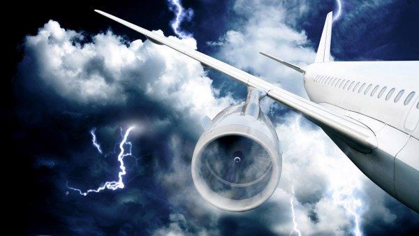 При посадке во Внуково в самолет «Победы» попала молния