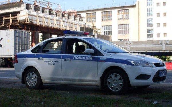 В Гатчине водитель решил уладить дорожный конфликт с помощью биты