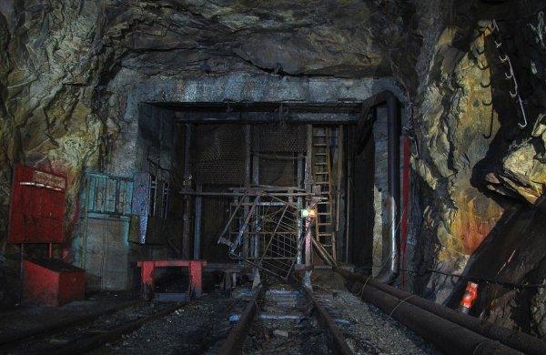 Около 100 горняков попали в ловушку в обесточенной шахте под Луганском