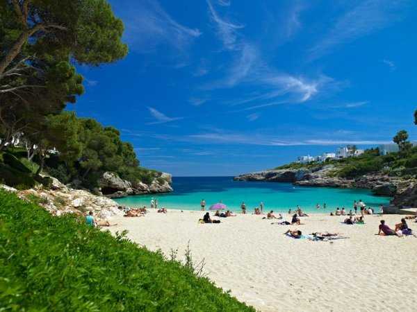 Мини-цунами повредило пляжи испанских курортов