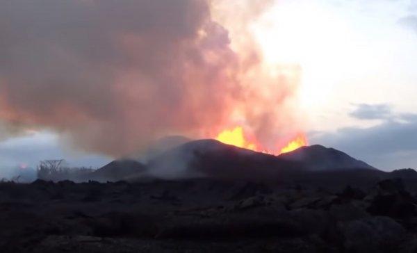 На видео попала вулканическая бомба, угодившая в экскурсионный корабль