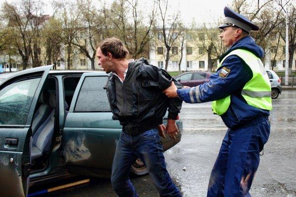 Жестокое задержание мужчины в Приморье бурно обсуждают в Сети