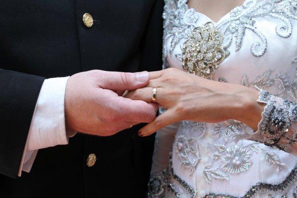 В Китае 6 гостей свадьбы провалились под землю