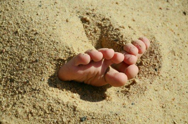 Американка после мучительной болезни сына призвала не ходить по пляжу босиком