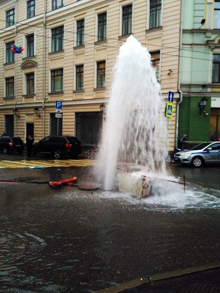 Очередной коммунальный фонтан забил в Таганроге