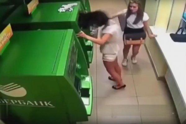 В Москве девушка «наказала» банкомат
