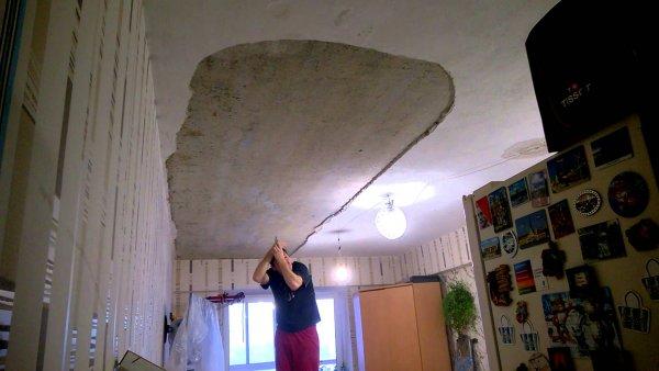 В новостройке Красноярска рухнул потолок