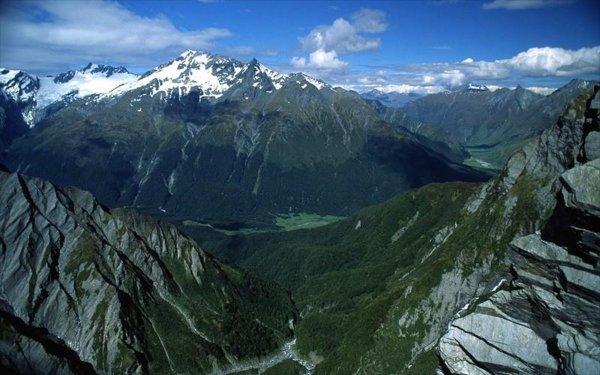 В Новой Зеландии альпинист «выкопал убежище», чтобы не замерзнуть в горах