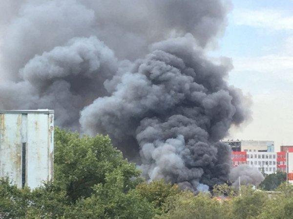 На территории Ростсельмаша в Ростове начался пожар