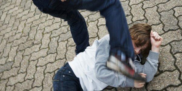 15-летнюю девушку избили четверо в Ростовской области