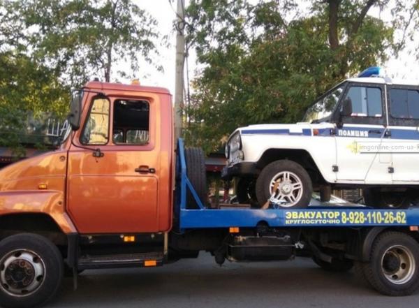В Ростове эвакуатор с полицейской машиной умилил горожан