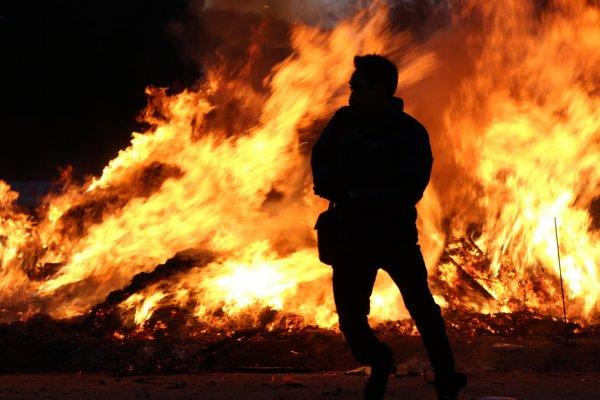 Сильный пожар в автосервисе в Подмосковье попал на видео