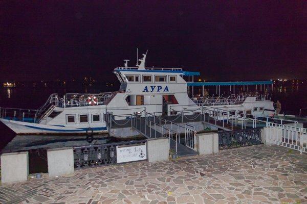 В Днепре выпивший капитан врезался на катере в плавучий ресторан