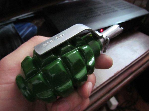 В Джерси уборщики нашли гранату и начали играть ей в волейбол