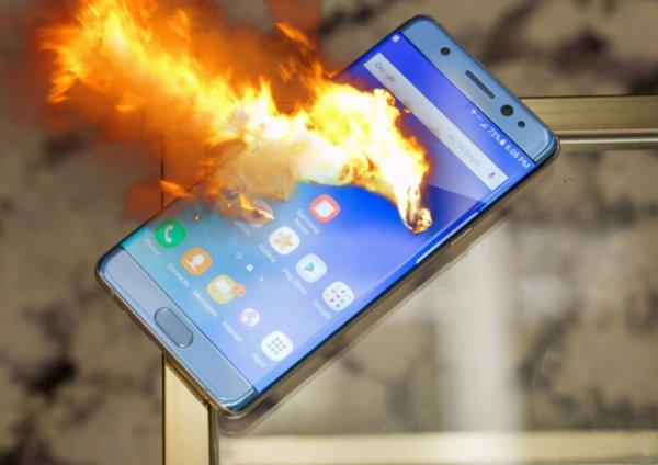 В Новосибирске в руках школьницы загорелся и взорвался смартфон ZTE