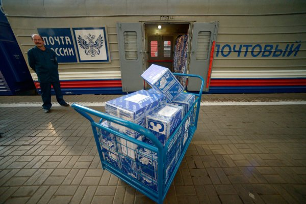 Почта приземлилась: Жесткая выгрузка посылок Почтой России в Инте попала на видео