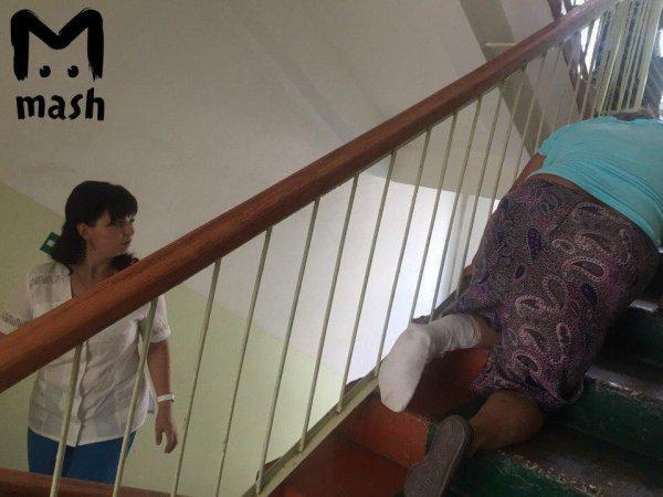 В больнице Мордовии пенсионерке пришлось ползти на третий этаж со сломанной ногой