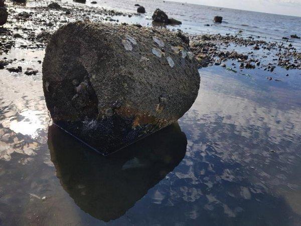 Отец с 4-летним сыном наткнулись на прыгающую бомбу на пляже в Кенте