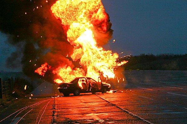 В Бишкенте взорвали автомобиль бизнесмена