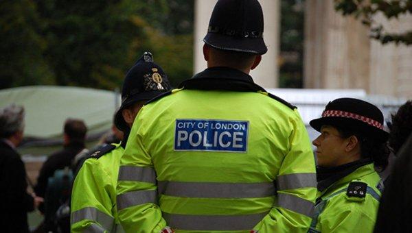 Британские преступники сделали с потерпевшим селфи и помочились на него