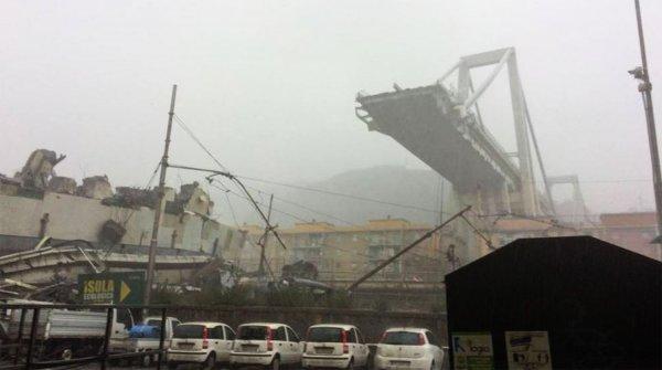 Из-под рухнувшего моста в Италии достали выживших