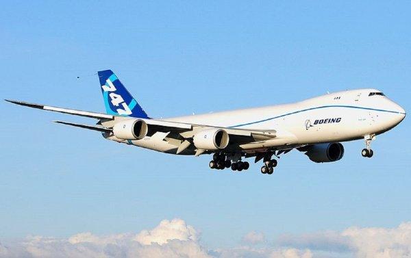Экипаж Boeing-747 посадил самолет во Внуково с неисправным двигателем